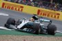 Hamilton consigue la 'pole' bajo llovizna, con Sainz séptimo y Alonso decimosexto