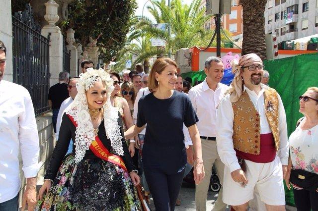 María Dolores de Cospedal visita les Fogueres d'Alacant