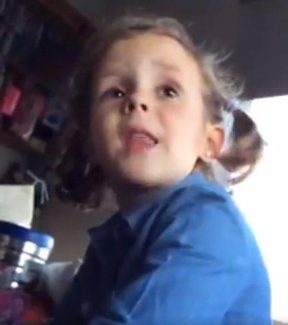 El increíble vídeo de la niña argentina que 'echa la bronca' a su padre por insultar al portero de la selección