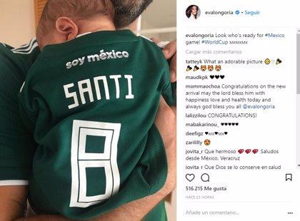 El hijo de Eva Longoria y Pepe Bastón: un adorable seguidor de México