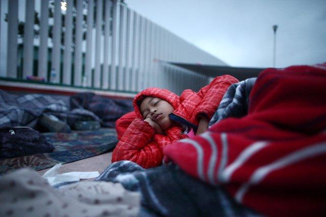 Acampada de migrantes junto a la frontera de EEUU