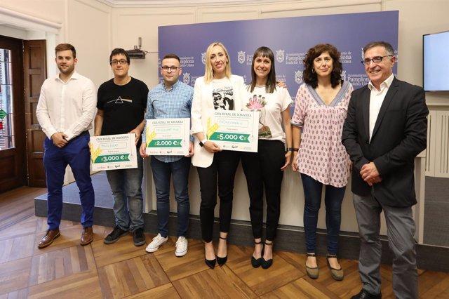 Ganadores de los premios 'Denda Naiz-Soy Comercio'  con Patricia Perales