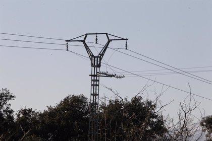 El sector eléctrico registró en abril un déficit de 1.256 millones, 487 millones menos de lo previsto