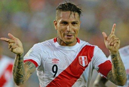 """Guerrero promete que Perú jugará """"con el cuchillo entre los dientes"""" ante Australia"""