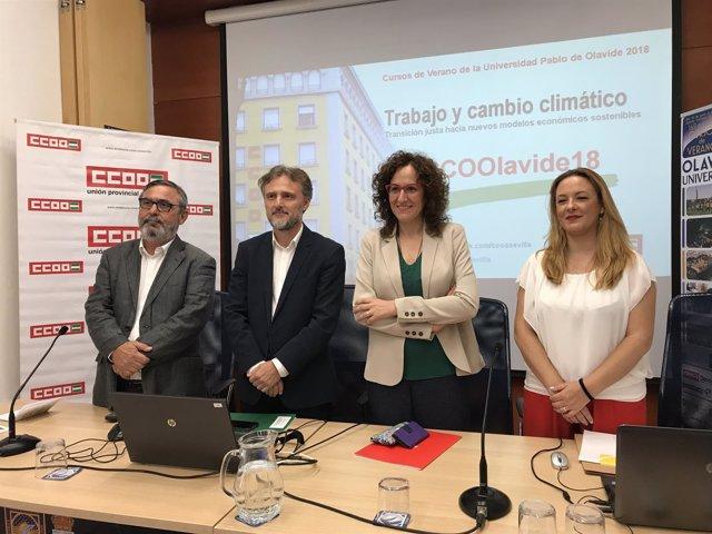 El consejero José Fiscal, con Nuria López (CCOO-A), en los cursos de la UPO
