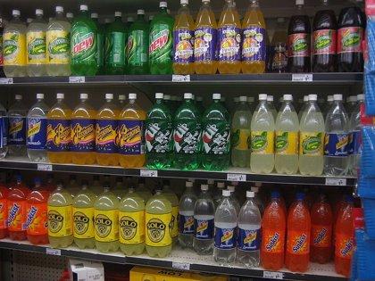 Poner un impuesto específico a las bebidas azucaradas tiene un impacto directo la reducción de su consumo