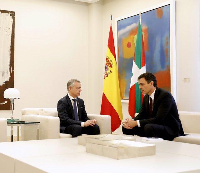 Pedro Sánchez recibe a Íñigo Urkullu en La Moncloa