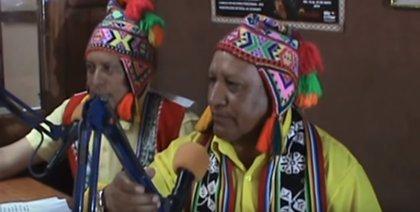 El periodista peruano que narra el Mundial de Fútbol en quechua tras años preparándose