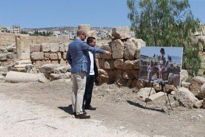 El Príncipe Guillermo se encuentra con la Kate Middleton del pasado en su visita a Jordania