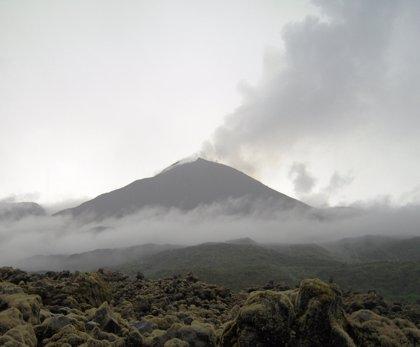 """Alerta en Ecuador: el volcán Reventador mantiene una actividad """"eruptiva alta"""""""