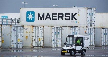 El carguero 'Alexander Maersk' atraca en Italia para desembarcar a 108 inmigrantes y refugiados