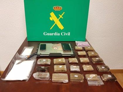 Detenido en la AP-6 a un traficante que transportaba droga de Madrid al norte de España