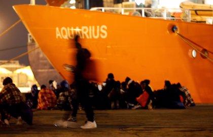 El buque de salvamento 'Aquarius' navega rumbo a Marsella tras ser rechazado por Malta