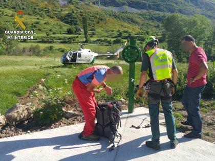 Rescatado un montañero que quedó enriscado en el Pico Polinosa