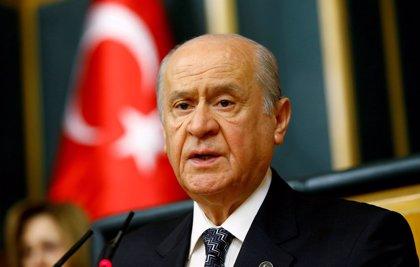 El partido aliado del AKP dice que Turquía debería prorrogar el estado de emergencia