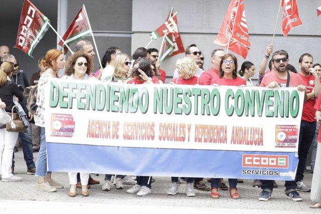 Manifestación de los trabajadores de la Agencia de Dependencia
