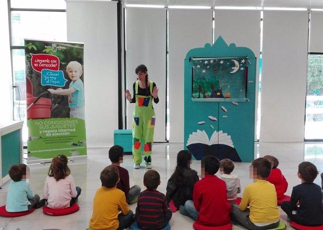 Un grupo de niños participa en una de las actividades infantiles organizadas