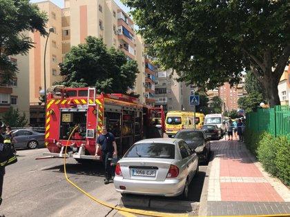 Dos heridos muy graves con quemaduras tras una explosión cuando manipulaban botellas con gasolina en Móstoles