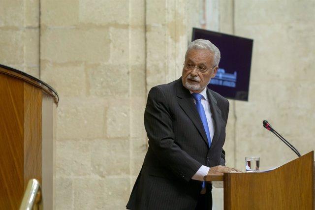 El Defensor del Pueblo Andaluz, Jesús Maeztu, en el Pleno del Parlamento