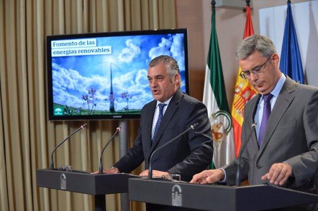 Javier Carnero, consejero de Empleo, Empresa y Comercio, en la rueda de prensa
