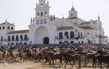 """Caraballo destaca el valor de la Saca de las Yeguas por """"engrandecer la imagen"""" del Rocío y Doñana (Huelva)"""