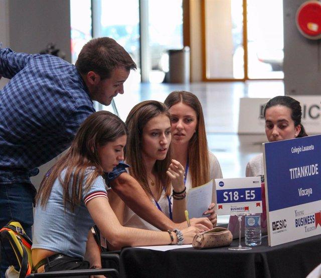 Algunos jóvenes en la edición final de 'Young Business Talents'