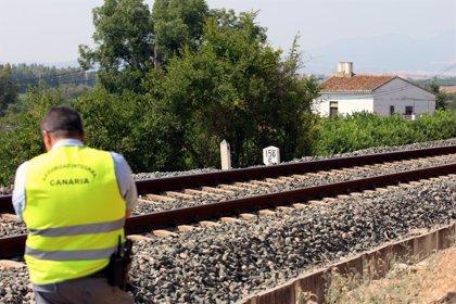 Archivan la causa por la muerte de la niña hallada junto a las vías del tren en Pizarra (Málaga)