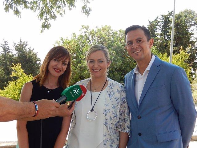 Serrano, entre Lidueña y Lara Cantizani, atienden a los medios
