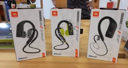 La compañía JBL presenta su nueva línea de auriculares deportivos Endurance