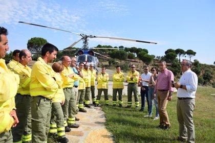 Medio Ambiente entrega nuevos equipos de protección individual a profesionales del Infoca