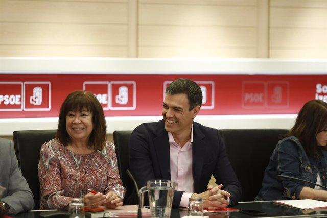 Cristina Narbona y Pedro Sánchez, en la reunión de la Comisión Permanente