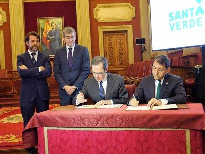 """Santa Cruz de Tenerife y Cepsa firman un acuerdo """"histórico"""" para regenerar los terrenos de la Refinería"""