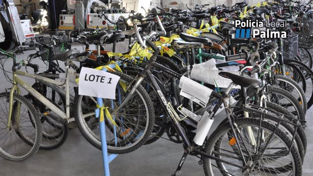 Lote de bicis abandonadas