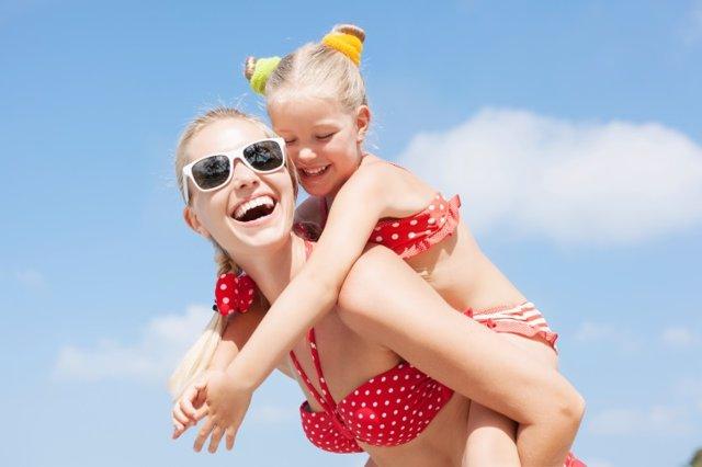 Sonrisa, dientes, playa, verano, madre, hija, gafas