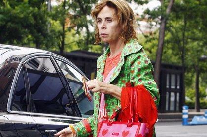Ágatha Ruiz de la Prada se despide de su perro Nico, rota de dolor