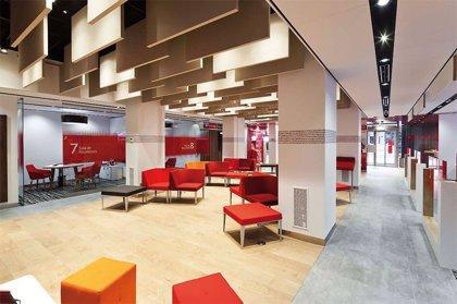 Santander abrirá 500 oficinas por las tardes y homologa las condiciones laborales con Popular