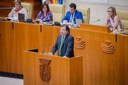 """Vara defiende que el futuro pasa por """"facilitar inversiones en eólica y fotovoltaica"""" y retirar el impuesto al sol"""