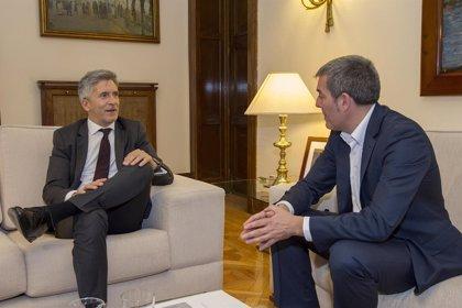 Clavijo destaca la nueva línea de trabajo con Interior y el refuerzo de Frontex y SIVE para tratar la llegada de pateras