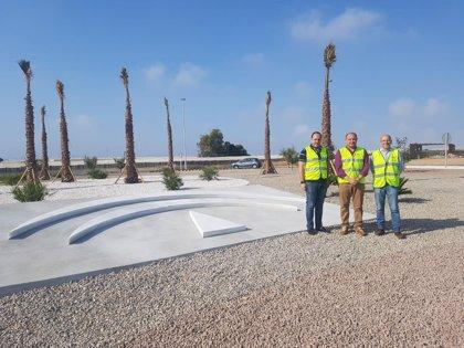 La Junta mejora la glorieta final de la variante de Roquetas de Mar (Almería)
