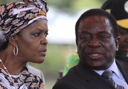 Mnangagwa sospecha que un grupo vinculado a Grace Mugabe sería el responsable del atentado con bomba