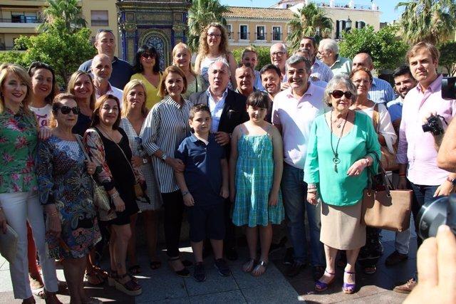 Cospedal en Algeciras con el alcalde y militantes