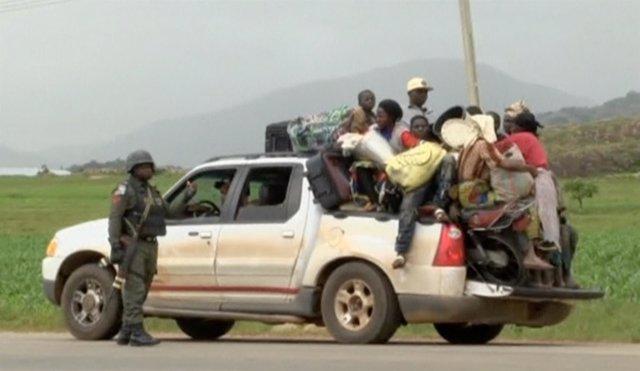 Civiles huyendo de los enfrentamientos en Plateau, en el centro de Nigeria