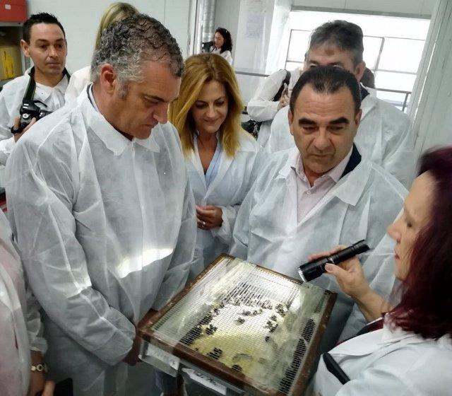 El consejero de Empleo, Javier Carnero, visita Agrobío