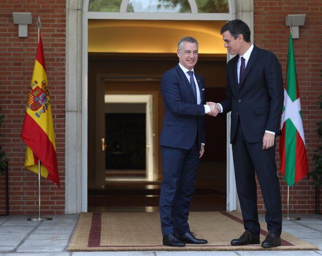 Pedro Sánchez recibe en la Moncloa a Íñigo Urkullu