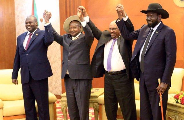 Riek Machar, Yoweri Museveni, Omar Hasán al Bashir y Salva Kiir