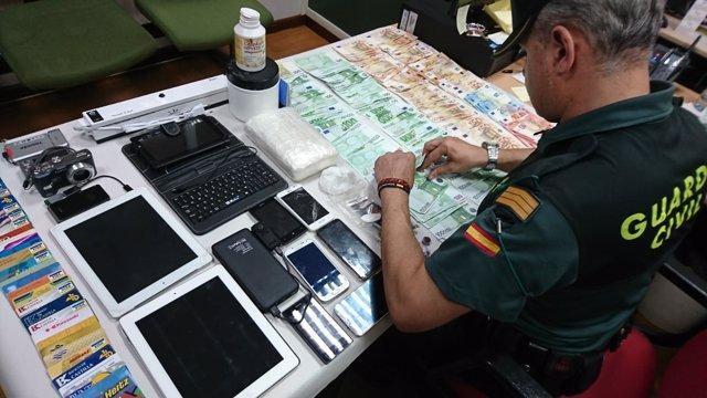 Detenidos dos vecinos de Cangas por tráfico de drogas