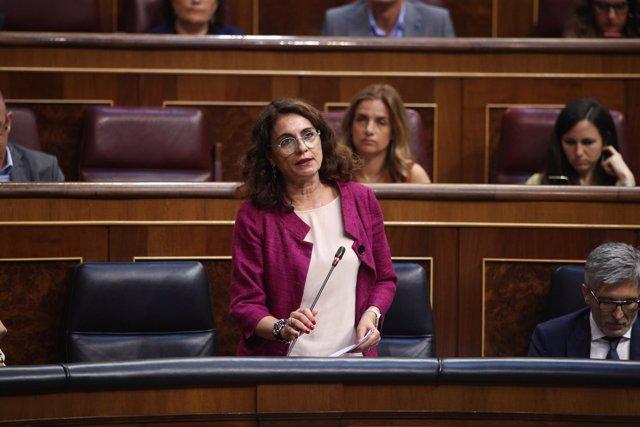 María Jesús Montero interviene en la sesión de control al Gobierno