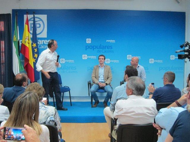 Pablo Casado se reúne con afiliados en Cáceres en la campaña de las primarias