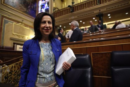 """Robles ofrece en el Congreso un """"consenso amplio"""" en Defensa y pide una financiación """"suficiente, previsible y estable"""""""