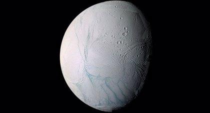Evidencia de moléculas orgánicas complejas en la luna Encélado